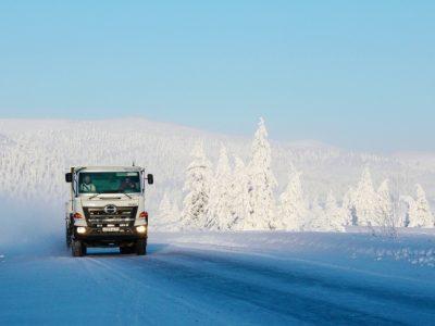 Japońskich ciężarówek nie zniszczą nawet rosyjskie mrozy. Dały radę nawet przy -60 st. C.