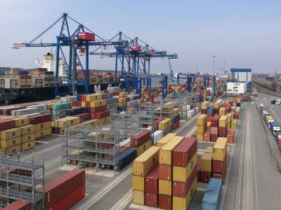 Krova Rusijos uostuose padidėjo. Išaugo skystų krovinių krova, bet sausų – sumenko