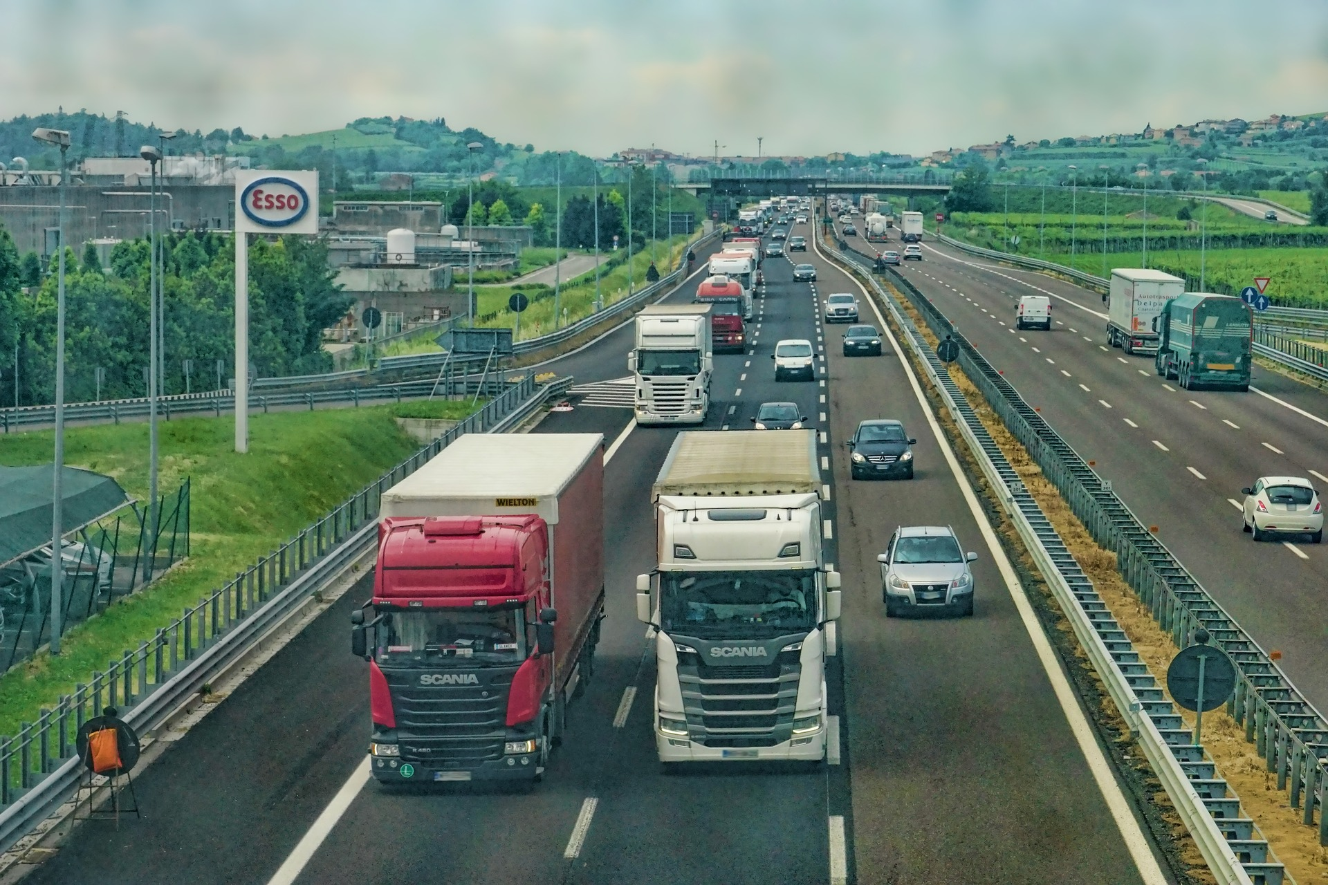 """French, German and Nordic haulage associations: """"Eastern European trucks only return home once or twice a year"""""""
