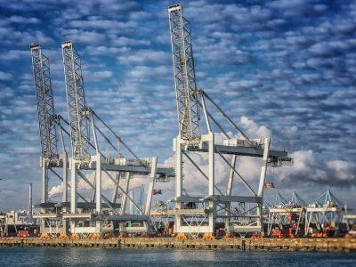Pramonės zona Roterdamo uoste sugriežtins taisykles. Senesnės dyzelinės transporto priemonės neįvažiuos