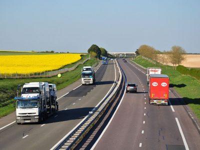 Francuski transport odnotował znowu spadki. Średnia trasa ciężarówki skróciła się o jedną piątą
