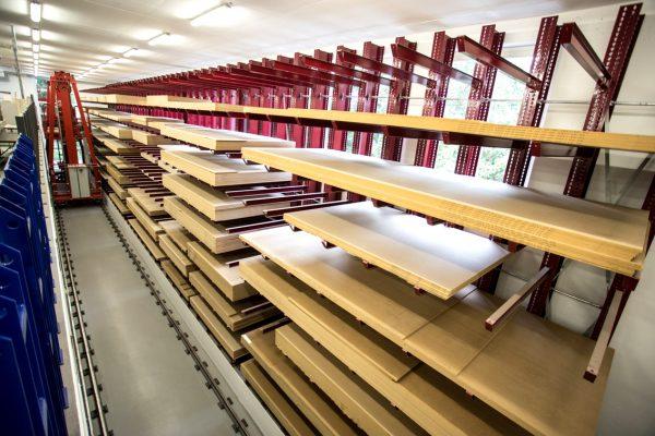 Logistika 4.0 praktikoje. Sunkus žmonių darbas medienos sandėlyje nėra reikalingas