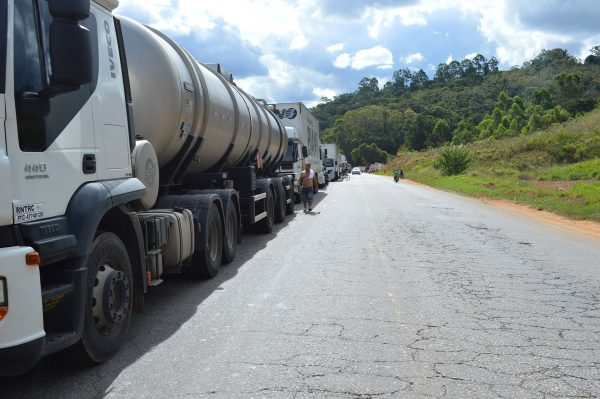 Beautiful views, dangerous roads and homesickness. This is how a Brazilian lorry driver sees his wor
