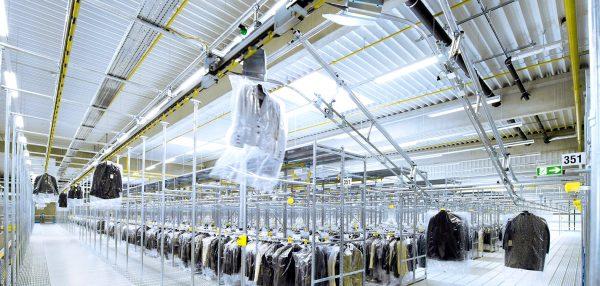 Transport i logistyka w branży odzieżowej, czyli jak przyspieszyć sortowanie milionów sztuk ubrań (c