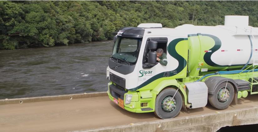 Piękne widoki, niebezpieczne drogi i tęsknota za domem. Oto kulisy pracy brazylijskiego truckera