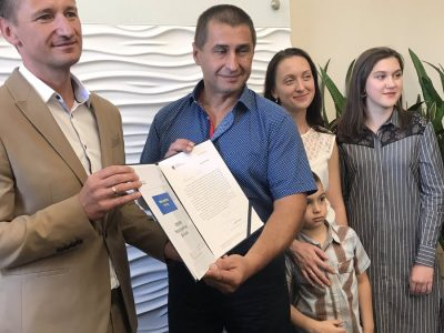Un șofer de camion ucrainean a primit un premiu și o distincție oficială din partea Poloniei pentru modul în care a intervenit în timpul unui accident