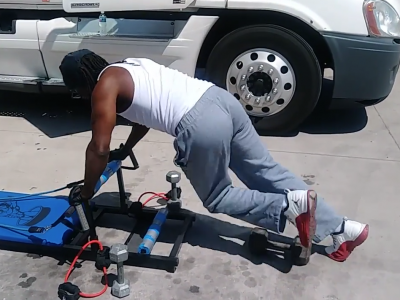 He had enough of seeing his friends destroy their health. A trucker created a special training bench.