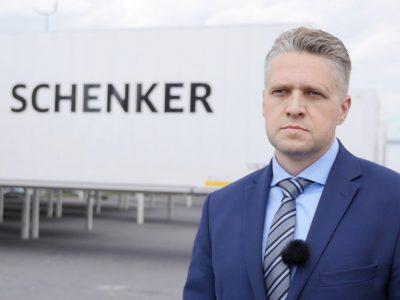 DB Schenker stawia na kontenery, bo 4 zestawy kontenerowe odpowiadają 5 naczepom. Dla przewoźników to korzyść, ale i wiele wyzwań