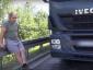 Sunkvežimio vairuotojas iš Ukrainos – didvyris. Gelbėjo žmones iš degančių automobilių, tikriausiai gaus pilietybę
