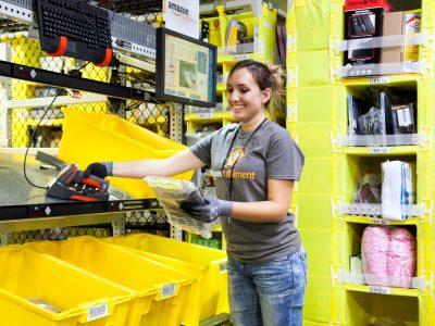 Az Amazon többezer alkalmazottat vesz fel a koronavírus miatt növekvő megrendelések kezelésére