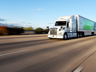Over a thousand miles without a driver? Long-distance tests of autonomous trucks in the USA are underway.