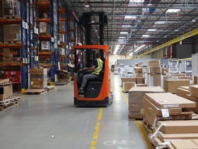 Transport i logistyka w branży meblarskiej, czyli czym wozić i jak składować