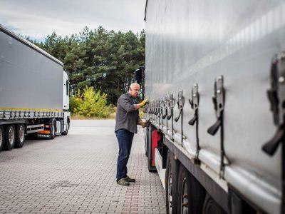 Europoje pritrūko laisvų sunkvežimių, nes… stačiatikiai vairuotojai Kalėdoms išvyko namo