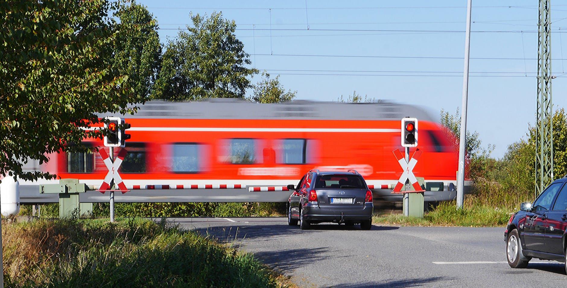 Będzie więcej mandatów za wykroczenia na przejazdach kolejowych. Staną przy nich nowe fotoradary