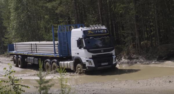W Rosji kierowcy w trzy dni zbudowali własną drogę. Nie uwierzycie, po co (wideo)