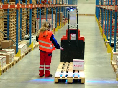See what integrated monitoring of warehouse processes can do for you. Logistics 4.0 in practice.