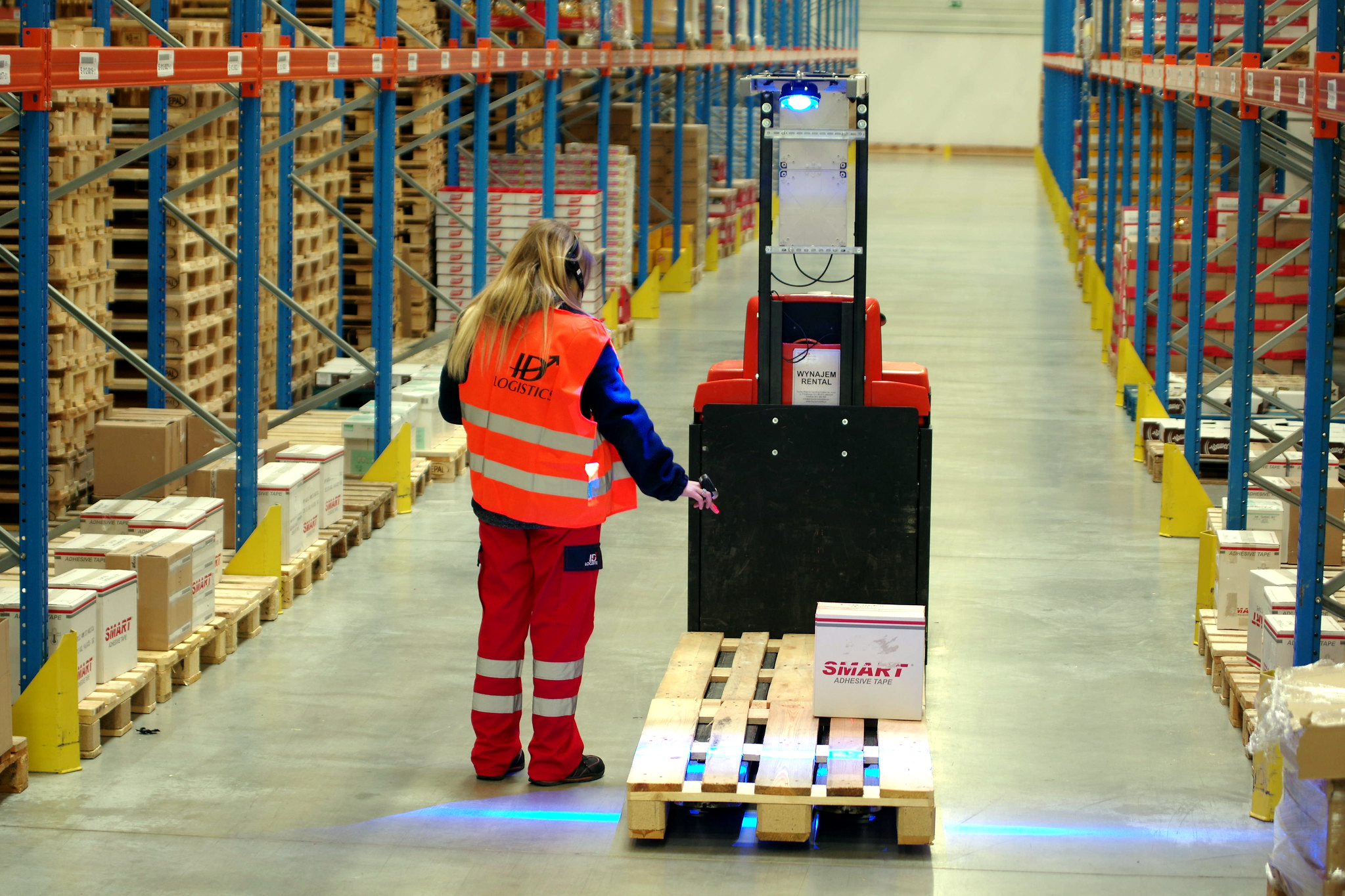 See what integrated monitoring of warehouse processes can do for you