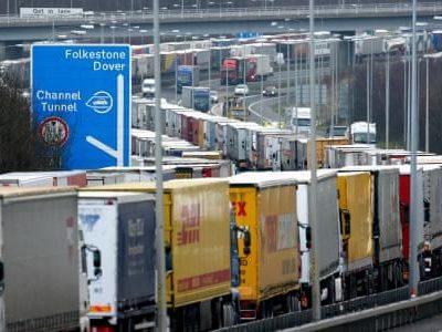 Brexit: Incertitudinile legate de accesul camioanelor prin portul Dover continuă