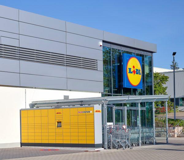 Lidl und Deutsche Post Group starten Kooperation: 500 DHL Packstationen werden an Lidl-Filialen ents