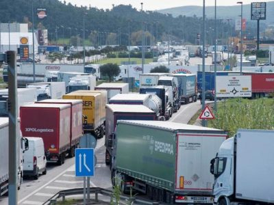 Comisia Europeană va interveni pentru a rezolva problema timpilor mari de așteptare la granița Franța-Spania