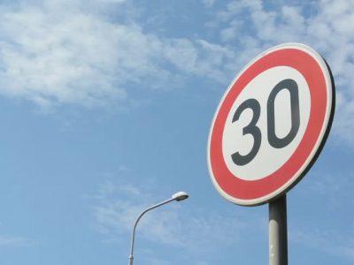 Autoritățile de la Bruxelles vor să reducă viteza autorizată la 30km/h până în 2021
