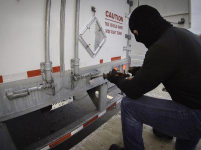 Poliţia olandeză avertizează în legătură cu creșterea numărului de furturi cargo pe principalele rute comerciale