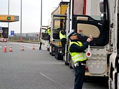 Lenkijos kelių transporto inspekcija (ITD) turi nepažymėtus automobilius. Patikrinkite, kuo važinėja inspektoriai