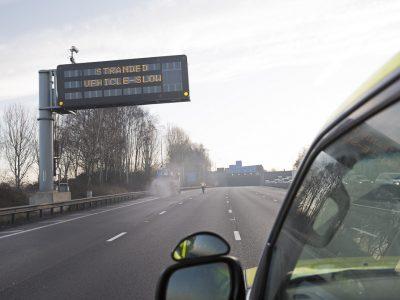 Ženklai virš britų greitkelių lietuvių kalba. Didžioji Britanija bando įdomią sistemą