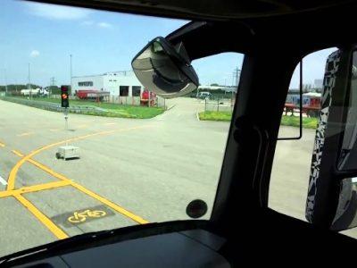 Deținătorii de permise auto care au deficiențe de auz sunt obligați să-și echipeze vehiculele cu oglinzi mai mari