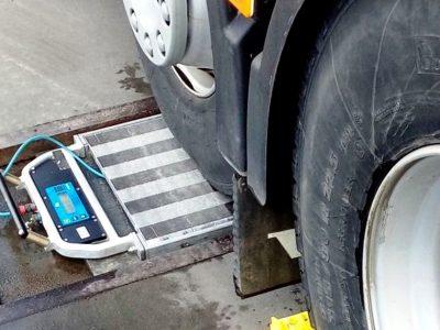 Automatinės nuobaudos už perkrautus sunkvežimius Čekijoje. Pažiūrėkite, kokiuose greitkeliuose įrengtos svarstyklės