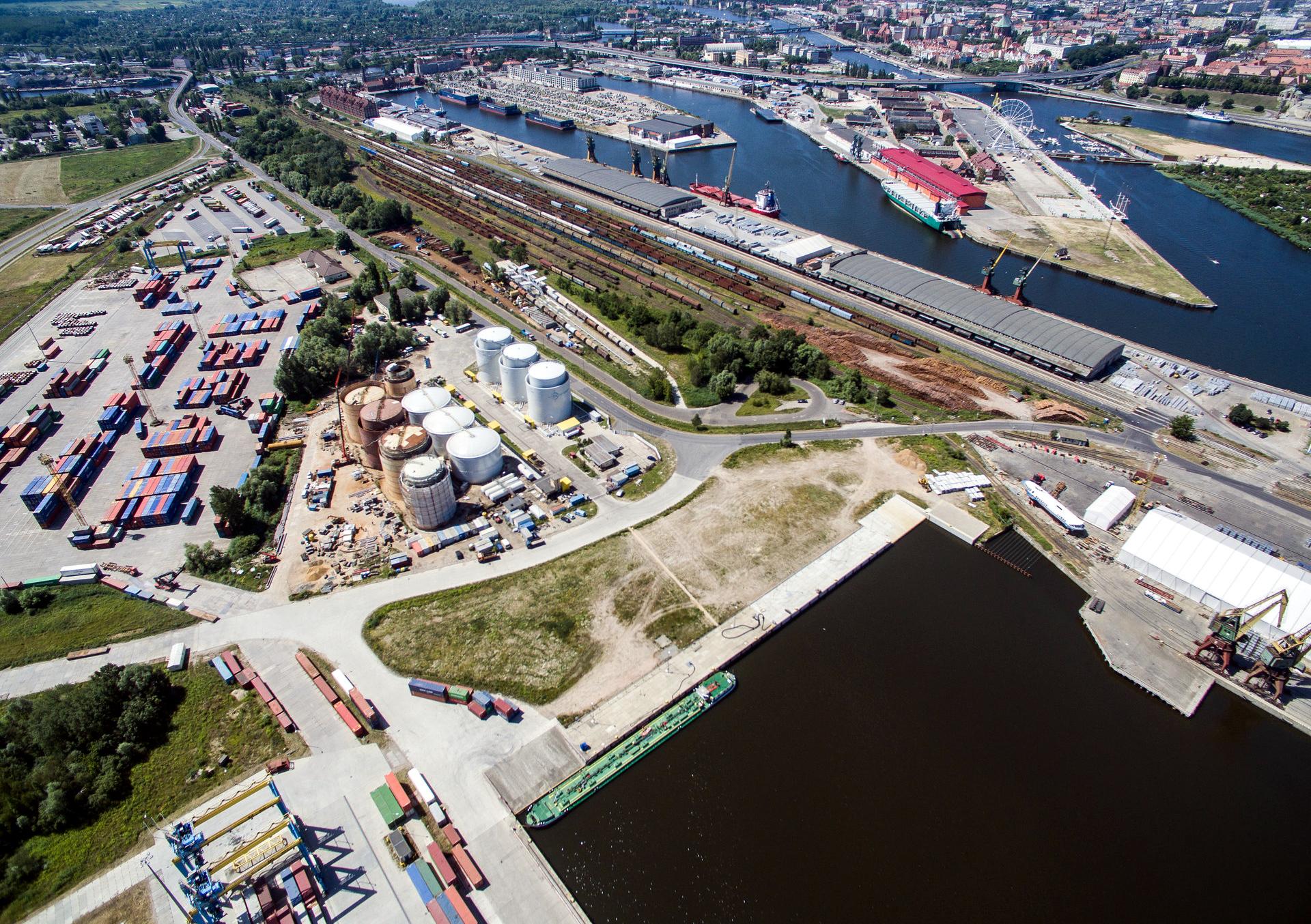100 km nowych torów zyskają kolejne dwa polskie porty