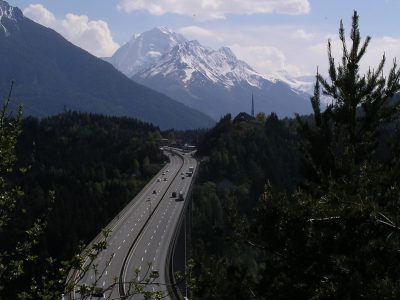 Ограничения на движение грузовых автомобилей в Тироле в июле и августе 2019 г.