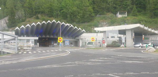 Išplėstas sunkvežimių eismo apribojimas Monblano tunelyje. Patikrinkite, kas pasikeis