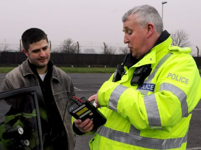 Nagy Britannia: közúti ellenőrzések, bírságok, a jármű elkobzása. Ismerje a jogait!
