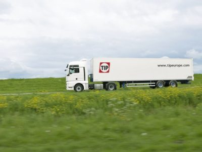 Didelis įmonių susijungimas Europos rinkoje. Olandai perims puspriekabių ir sunkvežimių nuoma užsiimantį konkurentą Vokietijoje