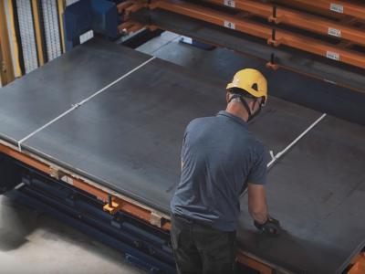 Logistyka 4.0 w praktyce. Automatyczny regał pozwala usprawnić produkcję systemów wentylacyjnych.