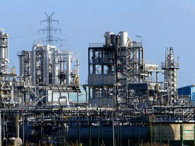 Przemysł ostro hamuje, ale ministerstwo nie traci ducha i podnosi prognozy eksportu