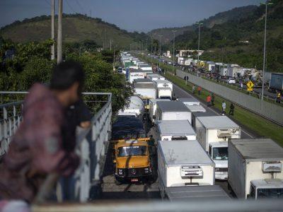 Șoferii de camion din Portugalia au intrat în grevă generală. Guvernul anunță limitarea alimentării cu combustibil în perioada următoare