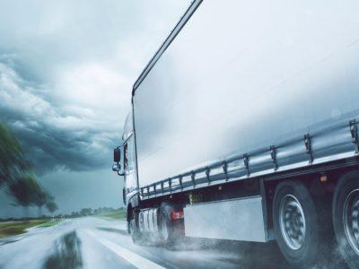 Transport Rutier | Cine este responsabil de pierderile materiale survenite în urma unor incidente cauzate de vremea nefavorabilă?