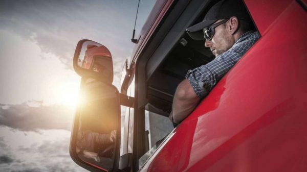 Šioje šalyje dauguma sunkvežimių vairuotojų greitai išeis į pensiją. Jau dabar vairuotojas su patirt