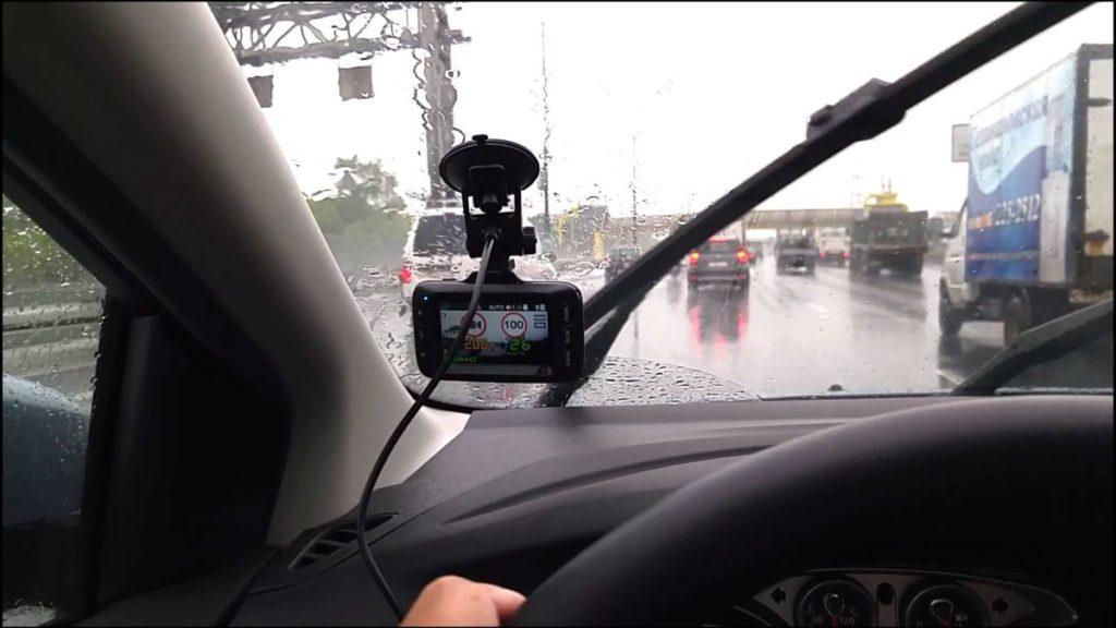 Автомобильные видеорегистраторы – где их можно использовать легально?