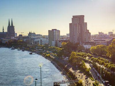 Köln bevezeti a teherautók tranzitforgalmának korlátozását a központban