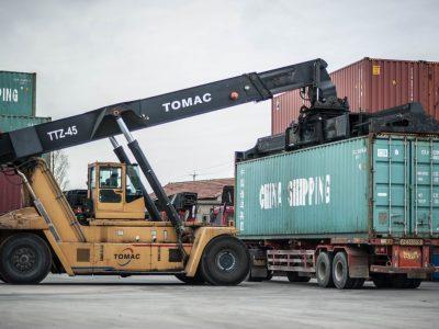 Prekių pristatymo iš Kinijos paklausa nepasikeitė, kroviniai yra saugūs. Sumažėjo tik prekių rinkoje