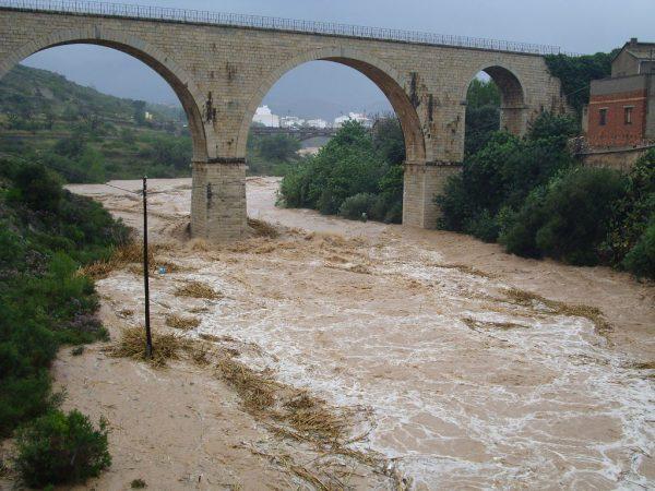 Powódź na wschodzie Hiszpanii. Zamknięte odcinki autostrad i dziesiątki mniejszych dróg