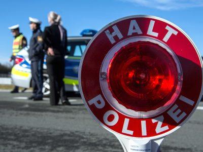 Dėmesio, saugokitės netikrų policininkų Vokietijoje. Jie išviliojo iš sunkvežimio vairuotojos kelis šimtus eurų ir pabėgo