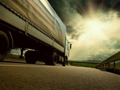 Когда следует купить новые шины? Руководство для водителей и перевозчиков