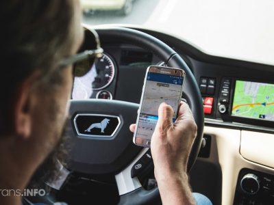 Telefonų keliamas pavojus vairuojant. Įžvelgiama nauja tendencija