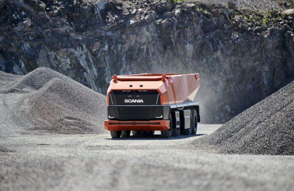 """""""Scania"""" pristato autonominį savivartį be vairuotojo kabinos"""