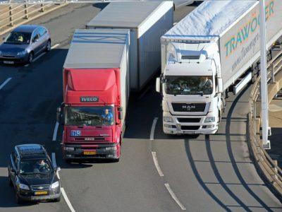 (Video) Cum pot fi parcate 87 de camioane pe doar…30 de locuri de parcare?