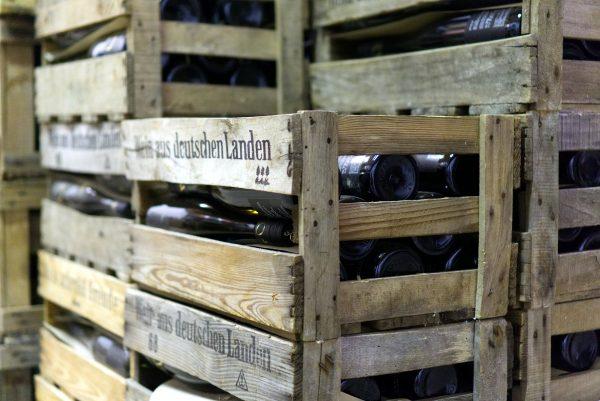 Transport i logistyka alkoholi, czyli kto przewozi co czwartą butelkę wina na świecie